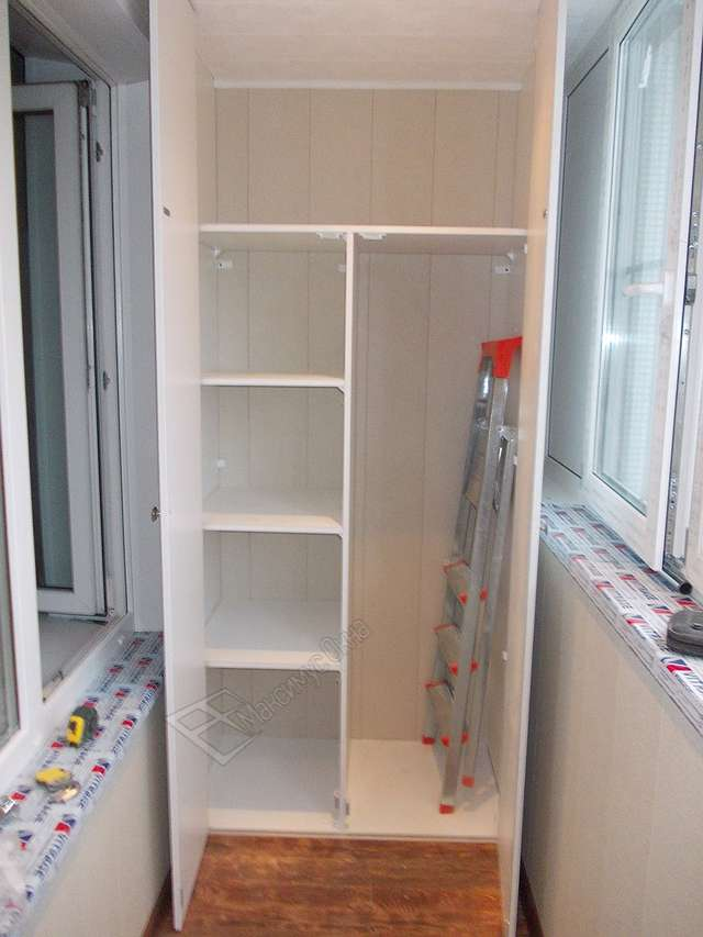 Шкаф для лоджии (балкона) встраиваемый 1 полка в ассортимент.