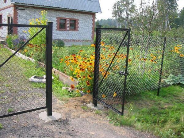 Как сделать ворота и калитку с сеткой рабицей